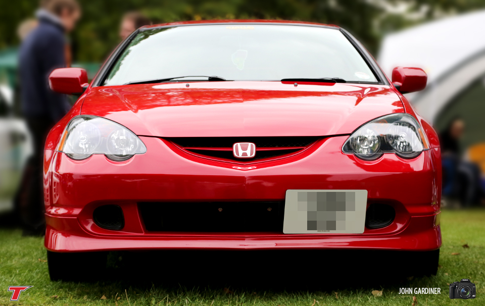 Milano Red DC5's are a rare sight.. This particular one was rocking a Skunk2 decal in the windscreen. Rep it!