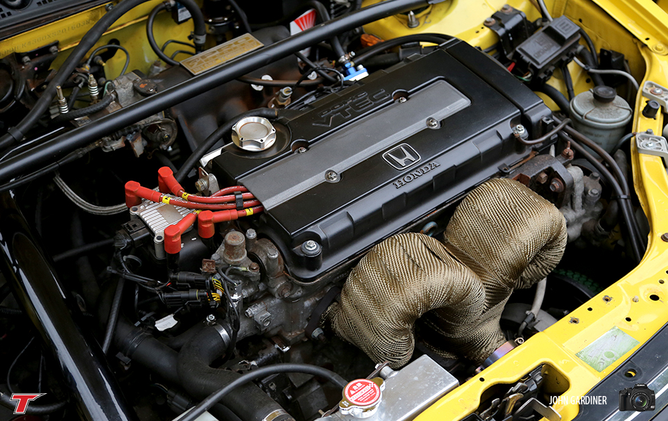 This turbo'd Jordan Civic had a Skunk2 Intake Manifold fitted and a custom exhaust manifold which looked awesome!