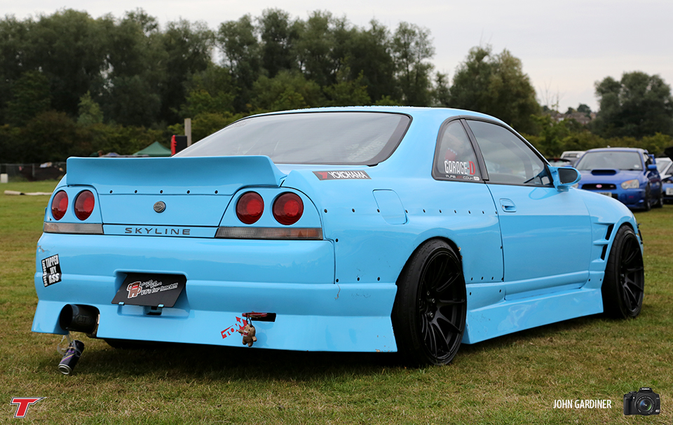 One for the Drift Fans.. This R33 wore extended wide arches attached via rivets to accommodate the staggered wheels.