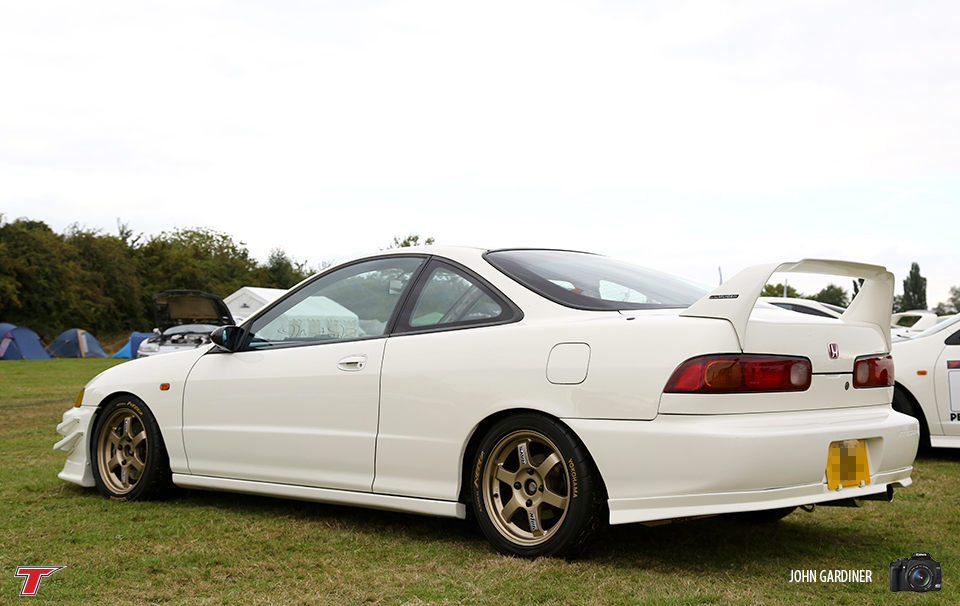This DC2 continued to look tough from the side. Sitting on Gold TE37's and grabbing some aero's from it's genuine Mugen Wing and colour coded canards.